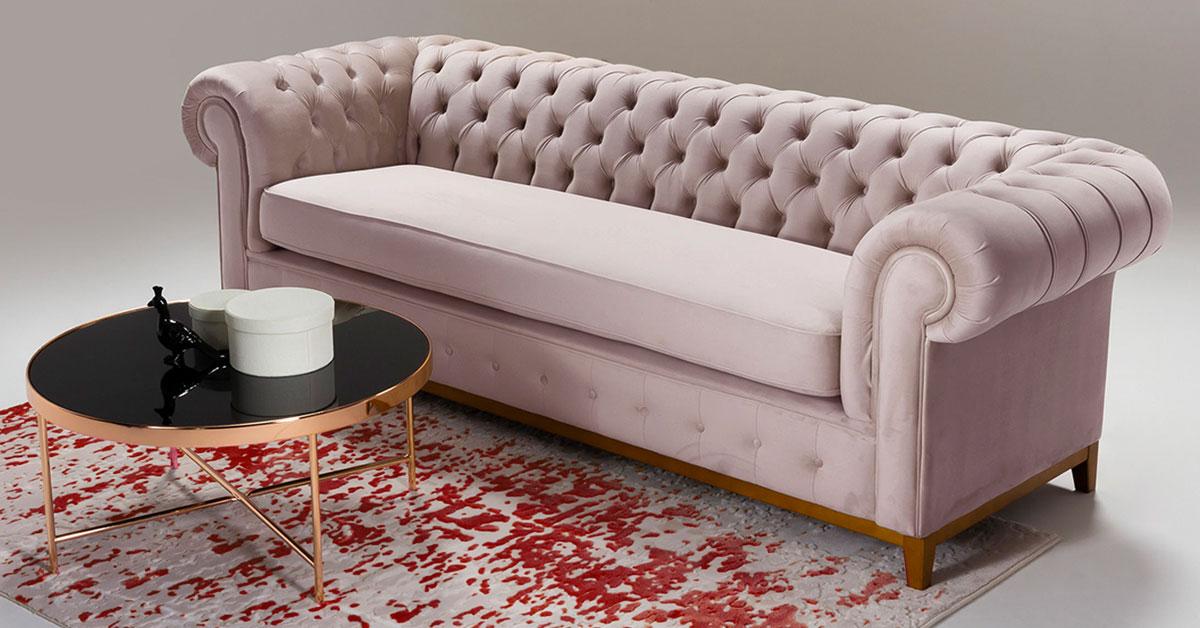 Sofy i fotele w kolorze pudrowego różu