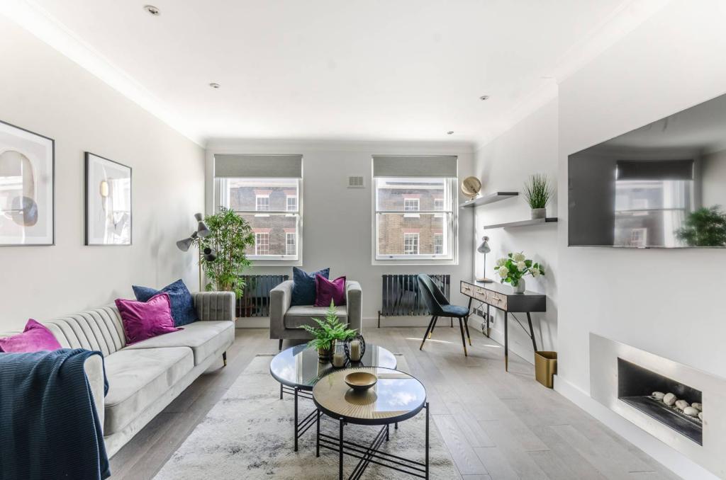 Sofa trzyosobowa Slender i fotel Slender w nowoczesnym salonie