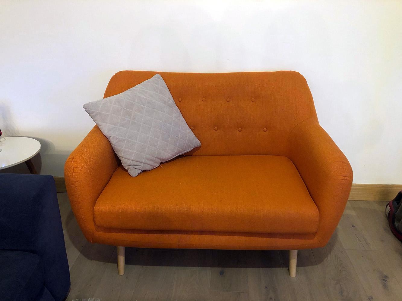 Pomarańczowa sofa retro Revive