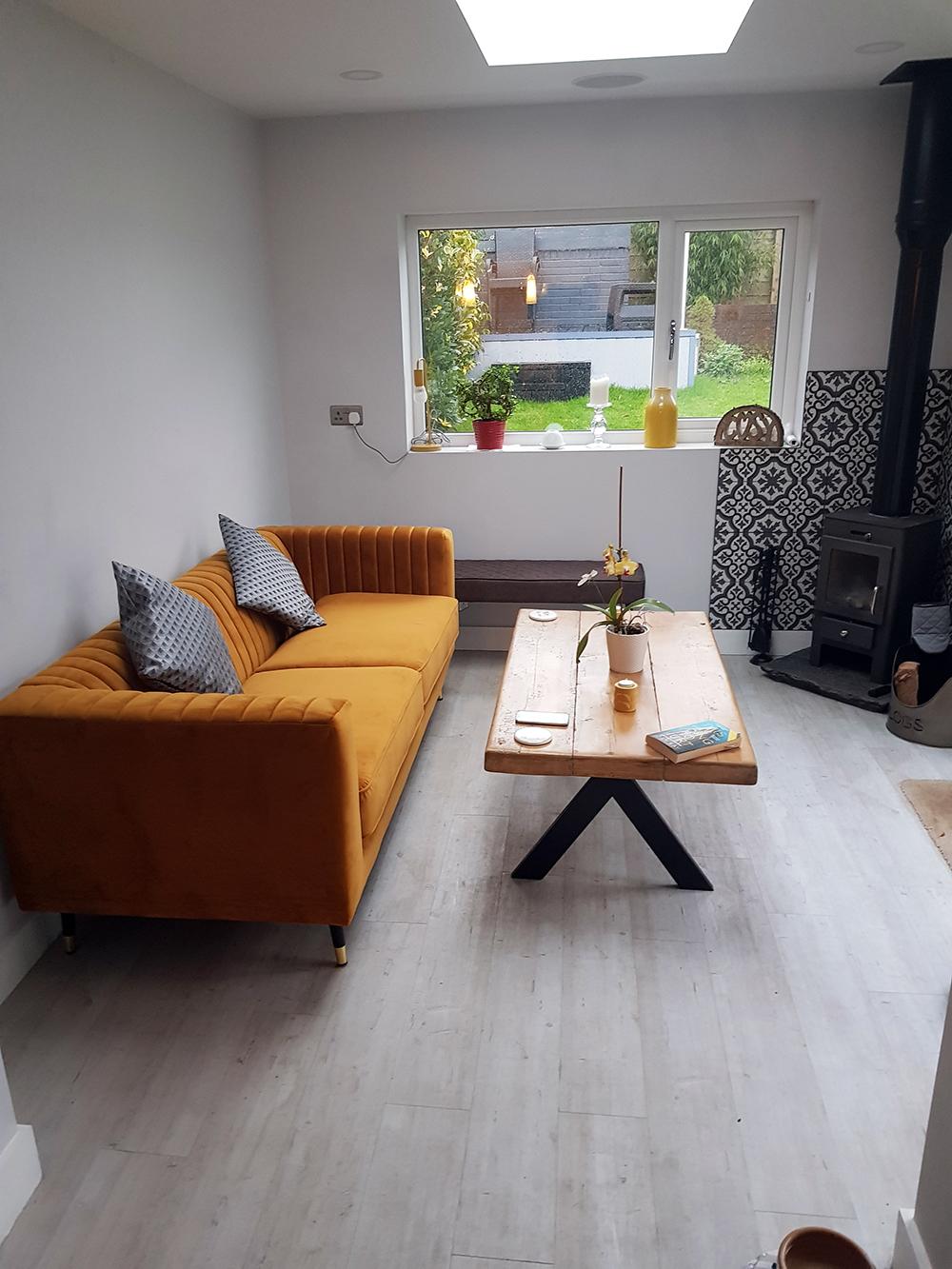 Sofa trzyosobowa Slender w kolorze musztardowym