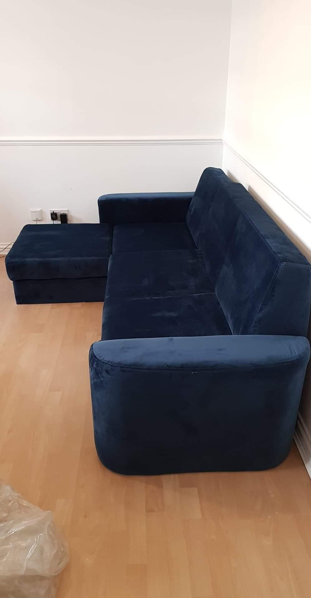 Niebieski welurowy narożnik z funkcją spania Elegance