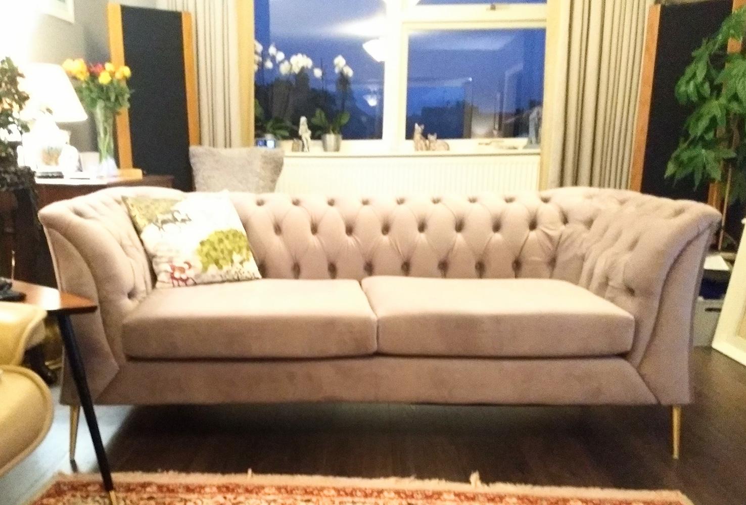 Mała szara sofa Chesterfield Modern