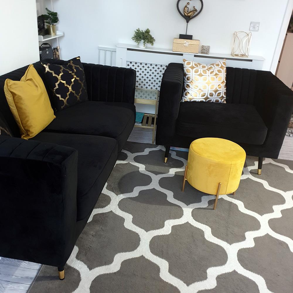 Czarna sofa i fotel Slender od Michaela