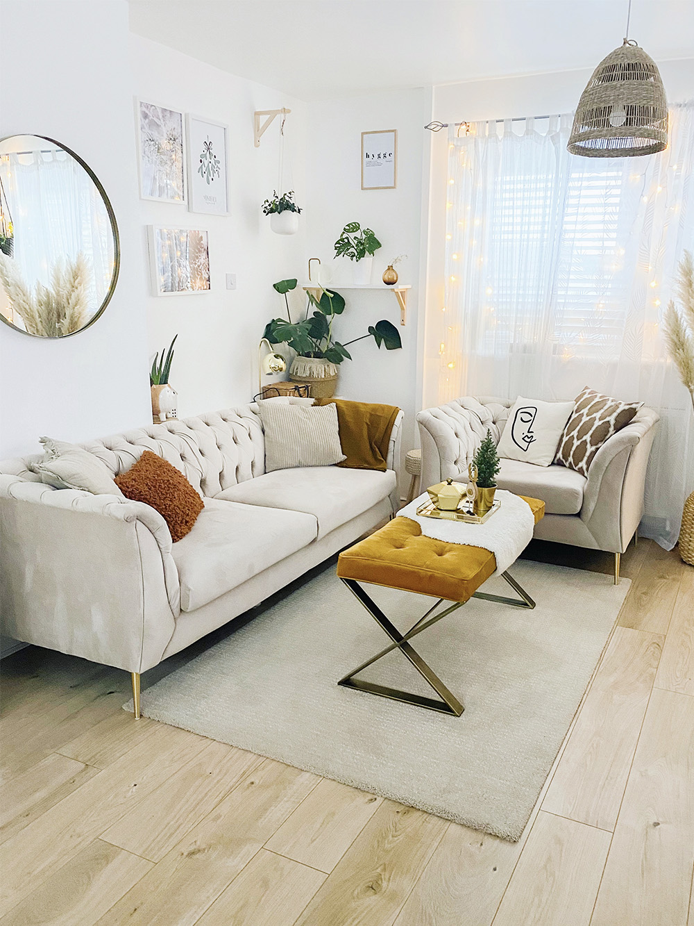Beżowy fotel i sofa Chesterfield Modern od Marty