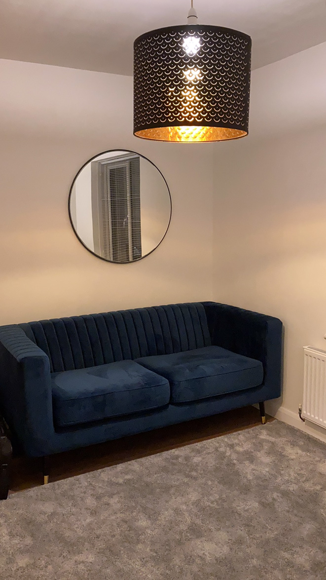 Granatowa sofa Slender od Ilony