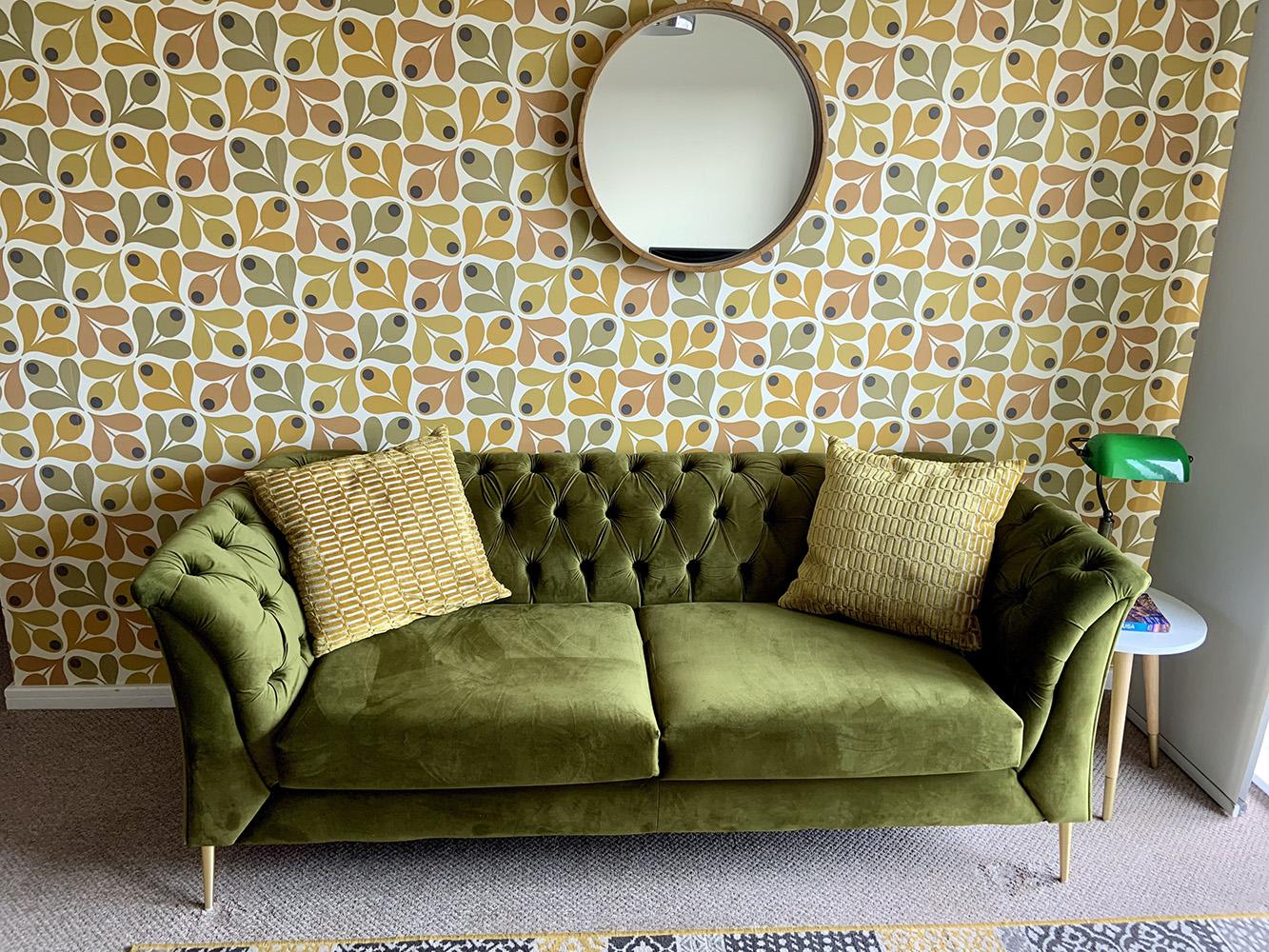 Zielona sofa Chesterfield Modern od Colina