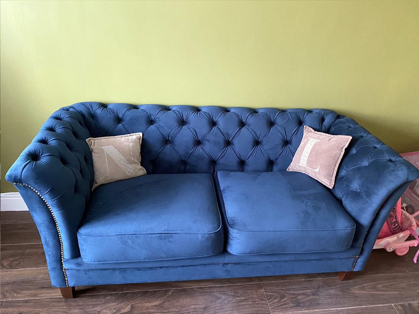 Niebieska sofa Karin od Fiony
