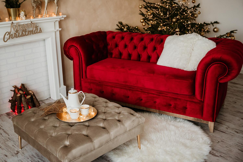 Sofa dwuosobowa Chesterfield Grand i podnóżek Chesterfield Modern