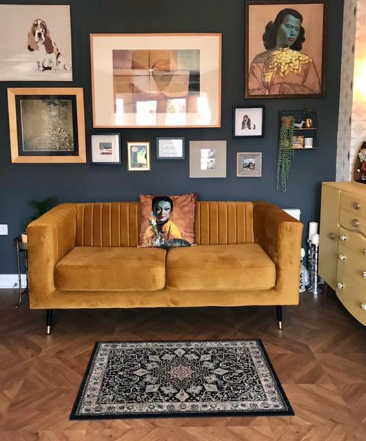 Musztardowa sofa dwuosobowa Slender od Esther