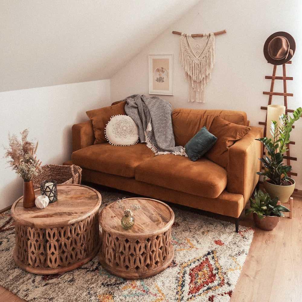 Musztardowa sofa Covex w welurowej tkaninie