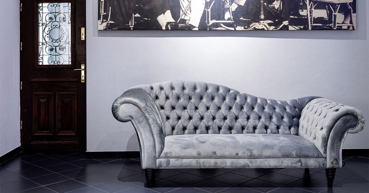 Leżanki i szezlongi - jaki mebel wybrać do wypoczynku w salonie?