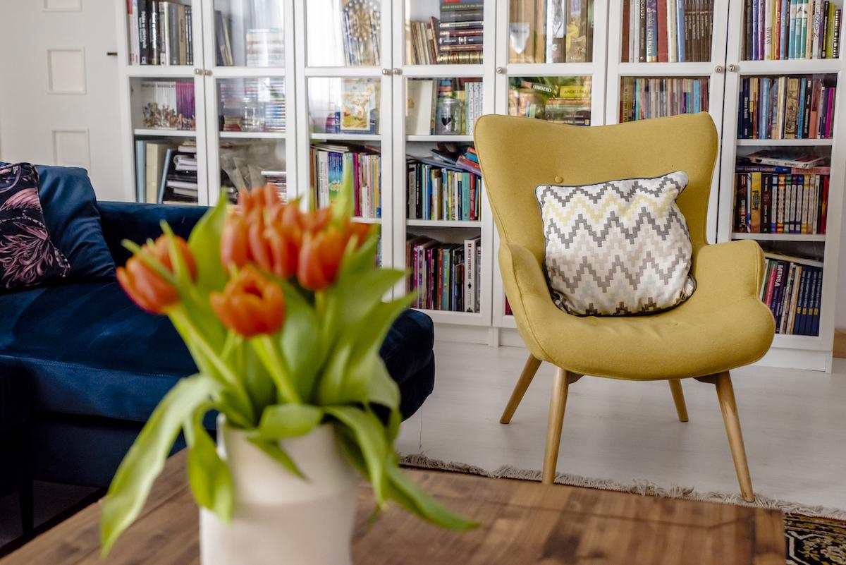 Żółty fotel uszak Ducon